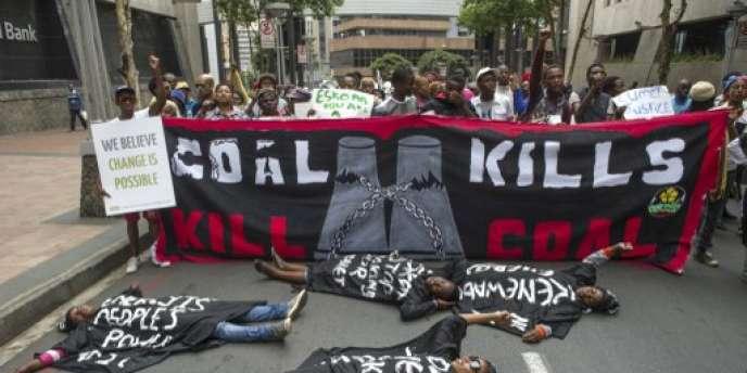 Manifestation contre les centrales au charbon, à Johannesburg, le 28 novembre 2015.