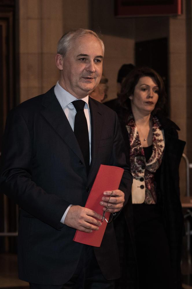 François Pérol, l'ancien conseiller économique de Nicolas Sarkozy devenu patron du groupe bancaire BPCE, à la sortie de la cour de justice de Paris, le 15 décembre 2016.