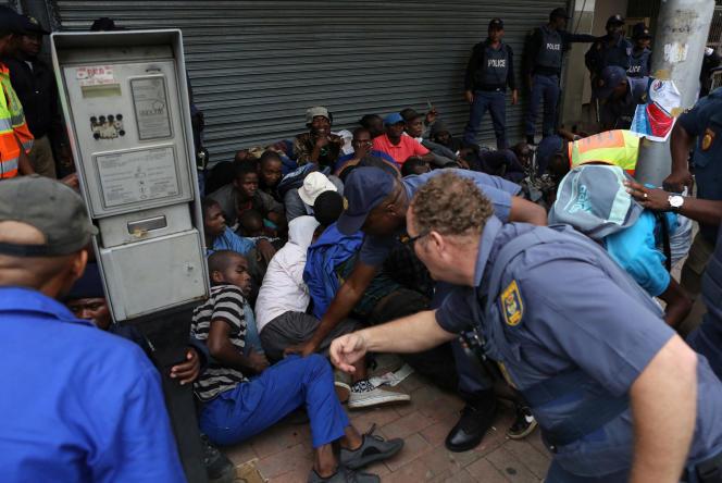 A Pretoria, le 24 février, lors d'une manifestation contre les immigrés venus du reste de l'Afrique. Ils sont soupçonnés par une partie de la population d'encourager la criminalité et de voler les emplois.