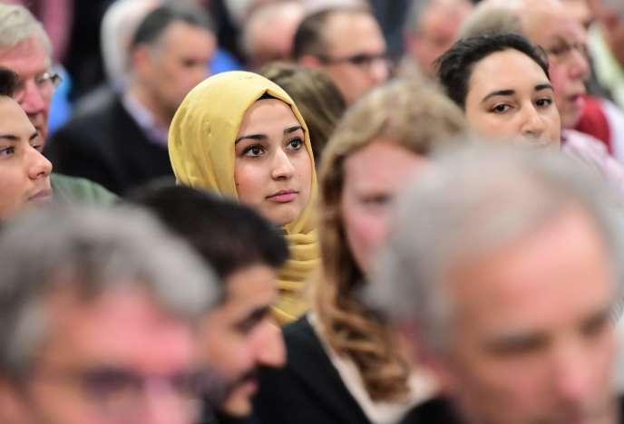 Lors d'un débat sur la place de l'islam dans la société néerlandaise entre les candidats aux législatives, organisé par la mosquée Essalam de Rotterdam, le 10 mars.