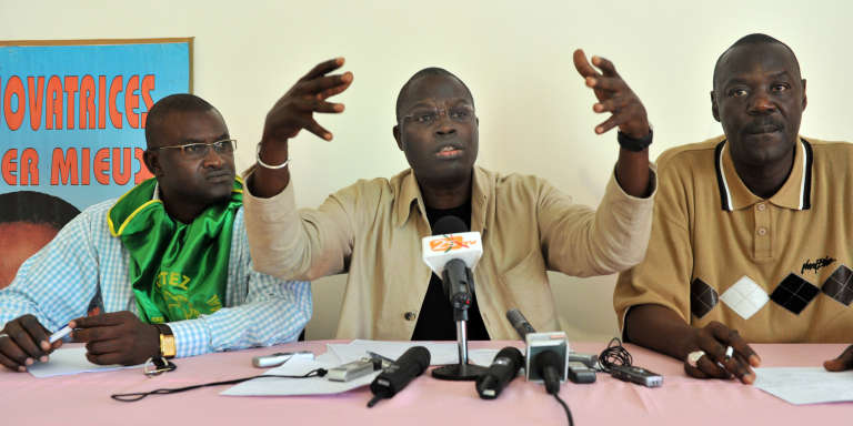 Le Maire de Dakar Khalifa Sall (centre) en mars 2009.