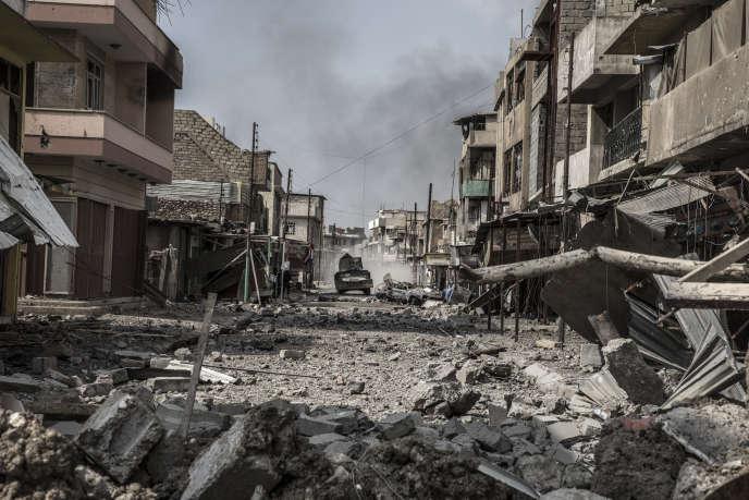 Mossoul, Irak, Le 8 Mars 2017. Un humvee de la Police Fédérale dans les quartiers de Mossoul ouest repris à l'Etat Islamique. Photo Laurent Van der Stockt pour Le Monde