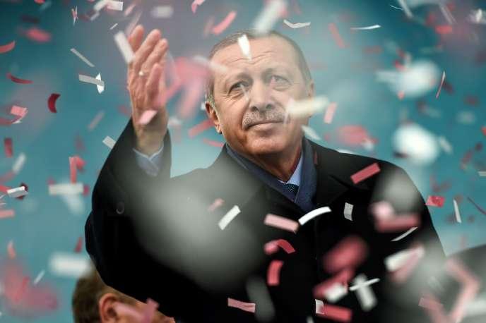 Le président turc Recep Tayyip Erdogan, lors d'un meeting à Istanbul le 11 mars.