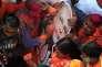 Des partisans duBharatiya Janata Party, le 11 mars àLucknow, la capitale de l'Uttar Pradesh.
