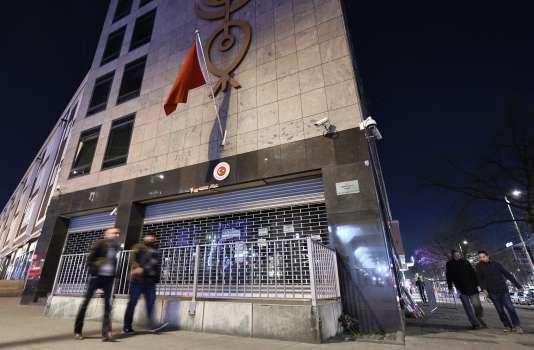 Devant le consulat turc à Rotterdam, le 12 mars.