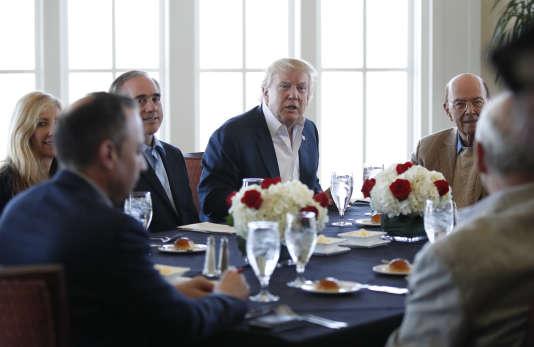 Donald Trump a réuni le 11 mars ses conseillers ainsi que des secrétaires d'Etat au Trump National Golf Club de Sterling (Virginie).