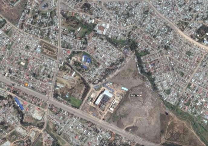 La décharge de Koshe, en périphérie de la capitale éthiopienne Addis-Abeba, est une montagne de déchets (en bas à droite) sur laquelle vivent de nombreux sans-abri.