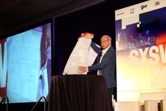 Le patron de Daimler (Mercedes), Dieter Zetsche, a expliqué sur la scène du festival SXSW l'importance des cartes précises pour la voiture autonome.