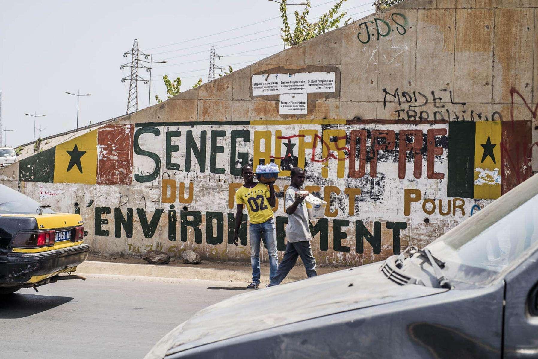 En mai 2016, l'université Cheick Anta Diop, en collaboration avec l'université Savoir-Mont-Blanc, a organisé des journées de rencontres sur l'énergie solaire. L'occasion pour les jeunes étudiants sénégalais de rencontrer un pionnier du solaire au Sénégal : le Français Jean-Pierre Girardier.