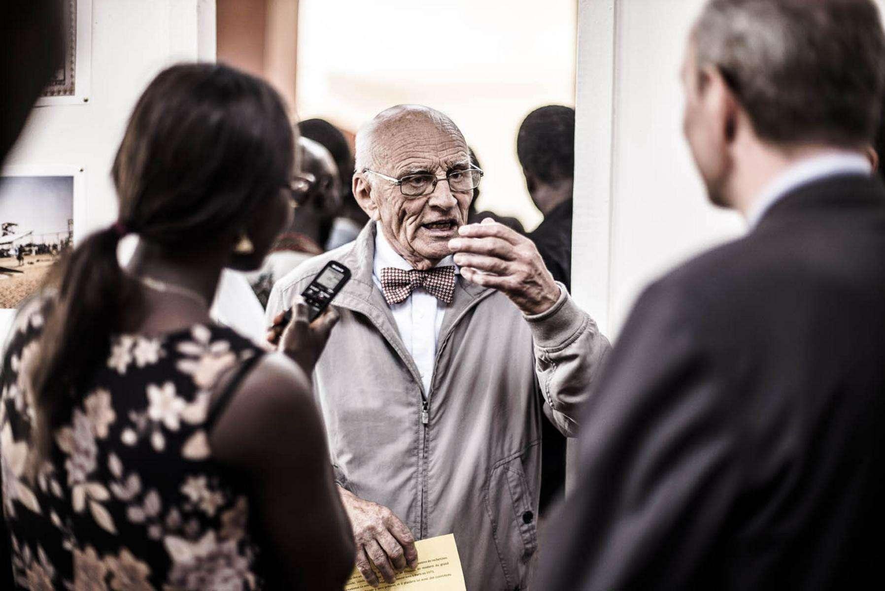 L'ingénieur et chef d'entreprise visionnaire Jean-Pierre Girardier, aujourd'hui 80 ans passés, a été pionnier de l'énergie solaire au Sénégal dans les années 1960 et 1970. En mai 2016, il s'est rendu aux Journées de rencontres sur l'énergie solaire à l'Université Cheick Anta Diop de Dakar pour rencontrer la jeune génération d'étudiants et retrouver la trace de ce qu'il avait entrepris.