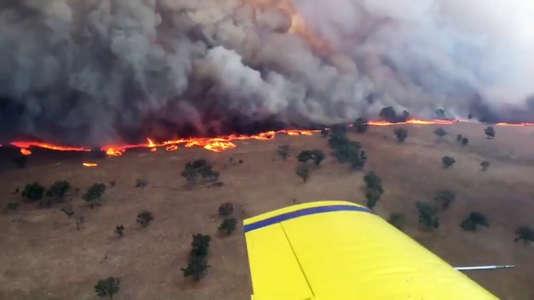 Feu de bush près de Leadville, dans le nord-ouest de Nouvelle-Galles du Sud, le 12 février.