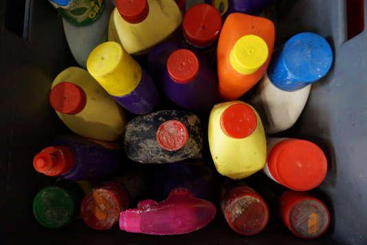 Déboucheurs de canalisation, décapants pour le four, insecticides ou encore imperméabilisants : ces produits spécifiques polluent les poubelles.