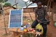 Recharge solaire d'appareils numériques en octobre 2016 à Diebly, un village situé dans le parc national du Mont-Pico, en Côte d'Ivoire.