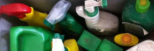 Les déchets générés par les produits d'entretien, soude, acides, décapants et autres imperméabilisants nécessitent une prise en charge spécifique et sécurisée : il est recommandé de ne plus les jeter dans sa poubelle « classique».
