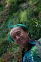 Tels, un temps, ceux de Baudelaire, les cheveux de Patrick Blanc ont la couleur de l'absinthe.