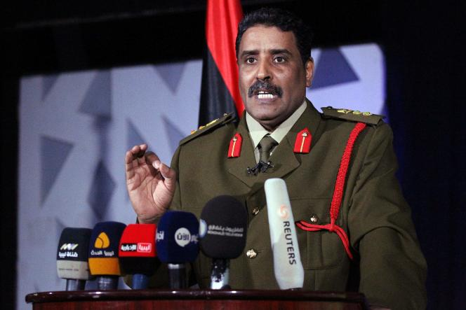 Ahmad Al-Mesmari, le porte-parole du maréchal Haftar, lors d'une conférence de presse à Benghazi le 14 mars.