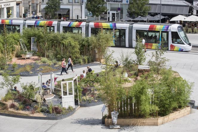 Place du Ralliement àAngers, jardins éphémères aux abords de la ligne de tramway