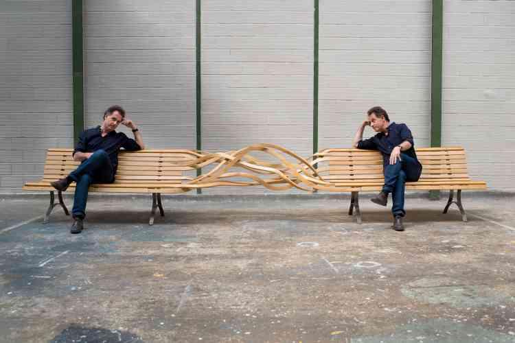 «Portrait réalisé par mon fils dans mon nouvel atelier à Malakoff que j'ai investi à l'été 2016 et qui me donne à nouveau de l'espace pour montrer des œuvres et pour créer. Je suis assis sur le premier banc Spaghetti que j'ai réalisé en 2006. Il inaugure une série et un nouveau développement de mon œuvre.»