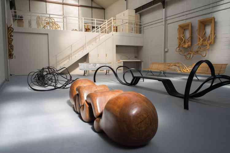 """«Vue du nouvel atelier, au premier plan, """"El Virapita"""", une de mes premières œuvres, issue de la série des articulations.»"""