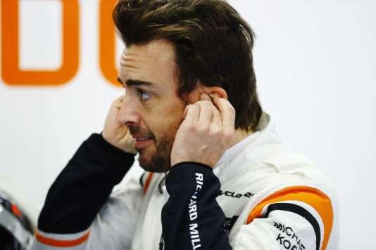 « Tout le monde dans l'équipe est prêt pour la victoire, excepté Honda », ironise le pilote espagnol Fernando Alonso.