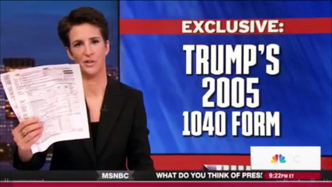 La journaliste Rachel Maddow présente les feuilles d'impôts 2005 de Donald Trump, mardi 14 mars, sur la chaîne MSNBC.