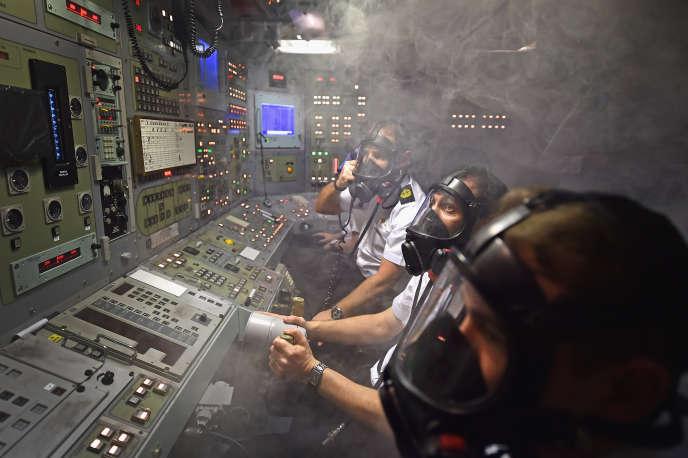Exercice incendie dans le poste de contrôle du «Vigilant», un sous-marin nucléaire britannique de la classe Vanguard, le 20 janvier 2016.