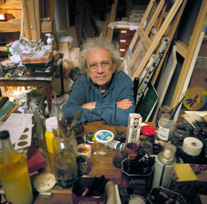 Henri Cueco dans son atelier, le 17 septembre 2003, à Montmagny (Val-d'Oise).