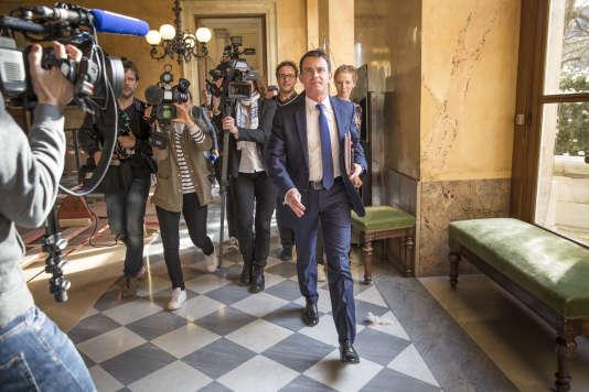 Manuel Valls avant une réunion avec ses soutiens à l'Assemblée nationale à Paris le 14 mars.