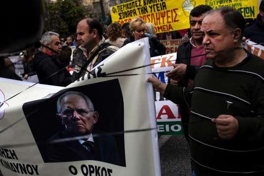 La photo du ministre des finances allemand, Wolfgang Schäuble, lors d'une manifestation contre l'austérité à Athènes, en Grèce, le 15mars.