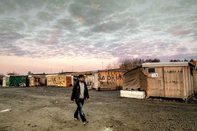 Un migrant dans le camp de Grande-Synthe, le 14 décembre 2016.