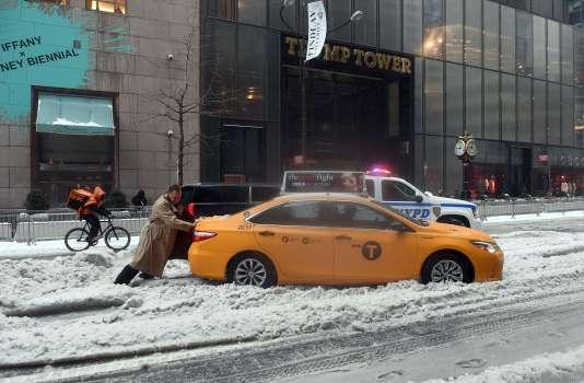 Dans les rues de New York, aux Etats-Unis, le 14 mars.