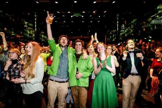 Des membres du parti écologiste Groen-Links, qui a réalisé une percée lors des législatives du 15 mars aux Pays-Bas.