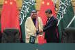 Le président chinois Xi Jinping avec le roi Salman d'Arabie saoudite, en visite à Pékin le 16 mars 2017.