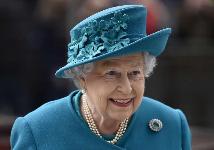 La reine Elizabeth lors d'une visite officielle au National Cyber Security Centre à Londres (Royaume-Uni), le 14 février 2017