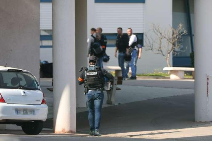 Une fusillade a eu lieu vers 12 h 30 jeudi 16 mars au lycée Alexis-de-Tocqueville de Grasse, dans les Alpes-Maritimes.