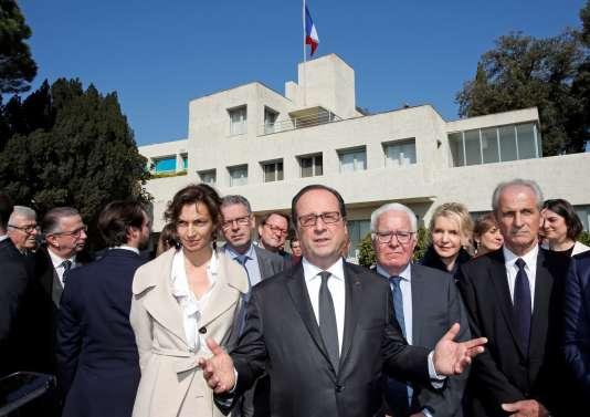 François Hollande et la ministre de la culture et de la communication, Audrey Azoulay à la Villa Noailles (Var),le 18 mars 2017.