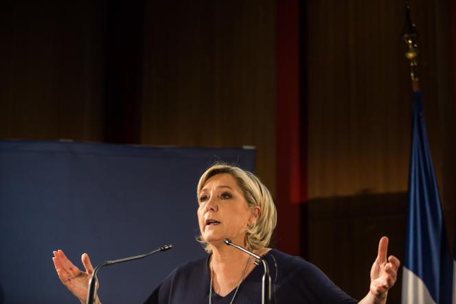 Marine Le Pen en meeting à Saint-Raphaël, dans le Var, le 15 mars.