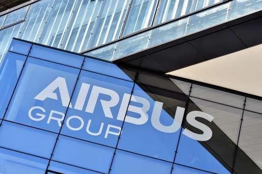 Loge du conglomérat Airbus, sur le fronton du siège du groupe à Blagnac, près de Toulouse, le 28 juin 2016.