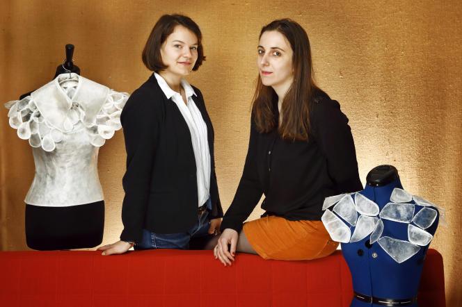 Clara Hardy (à gauche) et Constance Madaule au 104 à Paris le 10 mars 2017
