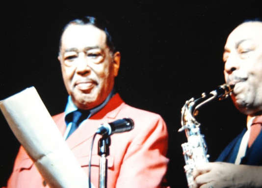 Le pianiste, compositeur et chef d'orchestre Duke Ellington et le saxophoniste Johnny Hodges.