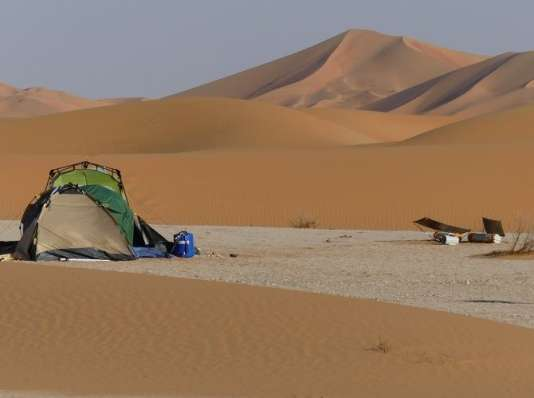 Le campement de Gauthier Toulemonde au milieu des dunes du désert d'Oman.