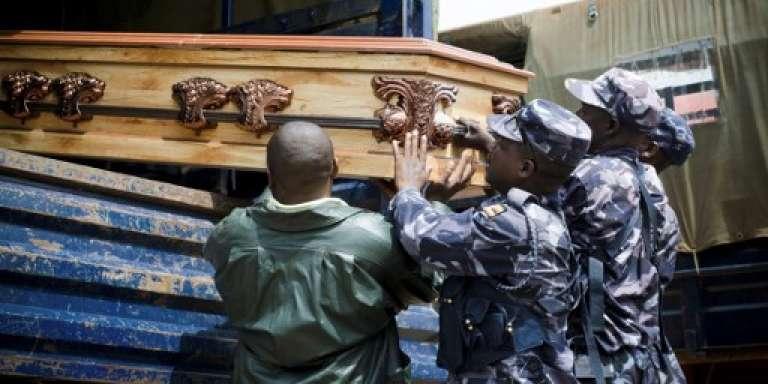 Funérailles d'un policier tué lors de l'assaut du palais du roi du Rwenzururu, Charles Wesley Mumbere, le 30 novembre 2016.