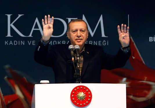 Le président turc, Recep Tayyip Erdogan – ici le 5 mars 2017–, a accusé l'Allemagne et les Pays-Bas de «pratiques nazies».