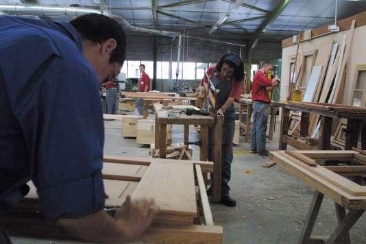 Le travail pratique des éléves de l'école de production de Vaulx-en-Velin se fait généralement sur des commandes passées par des clients ou des industriels.