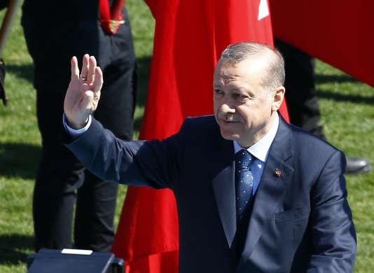« Je crois, si Dieu le veut, que le Parlement fera le nécessaire à propos de vos exigences sur la peine capitale après le 16 avril », a déclaré M. Erdogan.