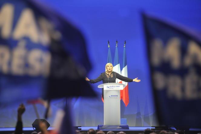 Marine Le Pen prononce un discours lors de son meeting aux Arènes, à Metz.