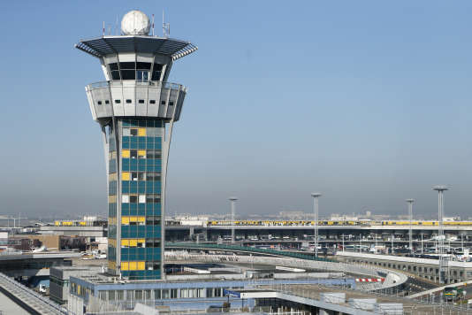 Selon Aéroports de Paris, 178 vols ont été annulés samedi 18 mars, sur les 476 prévus au départ et à l'arrivée d'Orly. Trente-quatre vols ont par ailleurs été déroutés.