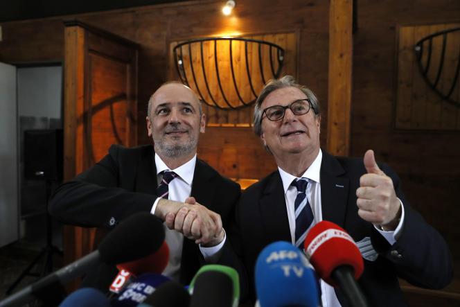 Jacky Lorenzetti, le président du Racing 92 , à droite, avec Thomas Savare, du Stade francais, à Paris, lundi 13 mars.