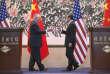 Poignée de main entre le secrétaire d'Etat américain, Rex Tillerson, et son homologue chinois, Wang Yi, le 18 mars à Pékin.