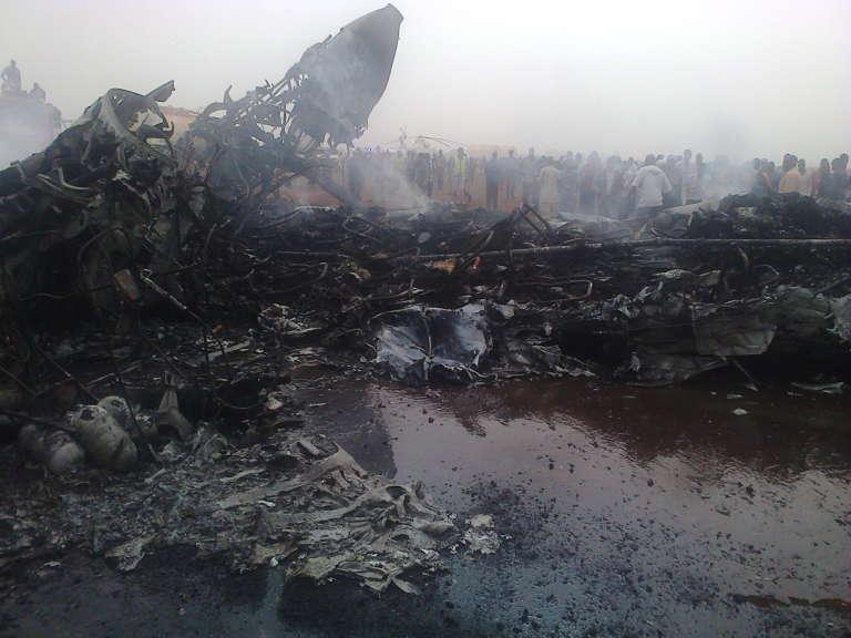 La carcasse de l'avion de ligne de la compagnieSouth Supreme Airlines qui s'est écrasé à l'aéroport de la ville de Wau(Soudan du Sud), le 20 mars 2017